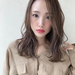 ナチュラル 前髪なし 透明感 巻き髪 ヘアスタイルや髪型の写真・画像