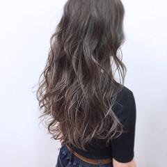 ハイライト グレージュ フェミニン グラデーションカラー ヘアスタイルや髪型の写真・画像