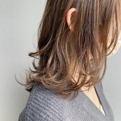 レイヤーカット エレガント ミディアムレイヤー レイヤースタイル ヘアスタイルや髪型の写真・画像