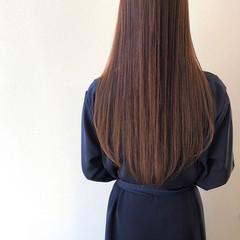ロング ナチュラル アッシュベージュ ストレート ヘアスタイルや髪型の写真・画像