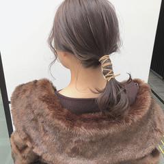 ラベンダーアッシュ ナチュラル ポニーテール ミディアム ヘアスタイルや髪型の写真・画像