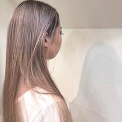 バレイヤージュ ナチュラル ロング ハイトーンカラー ヘアスタイルや髪型の写真・画像
