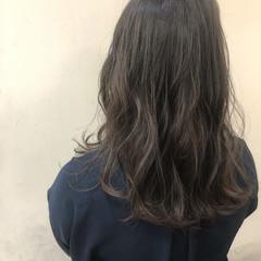 グレージュ ロング 外国人風 くすみカラー ヘアスタイルや髪型の写真・画像
