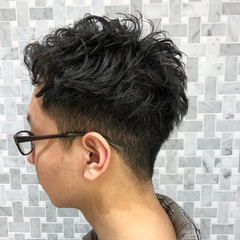 メンズ ナチュラル メンズパーマ ショート ヘアスタイルや髪型の写真・画像
