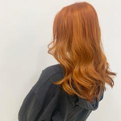 オレンジ アプリコットオレンジ コテ巻き ナチュラル ヘアスタイルや髪型の写真・画像