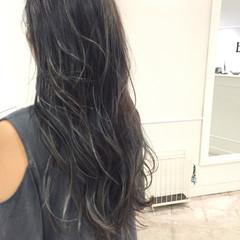 グレージュ ロング アッシュグレー ハイライト ヘアスタイルや髪型の写真・画像