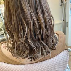 ナチュラル ベージュ ミディアム ハイライト ヘアスタイルや髪型の写真・画像