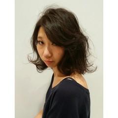 大人かわいい 暗髪 アッシュ ミディアム ヘアスタイルや髪型の写真・画像