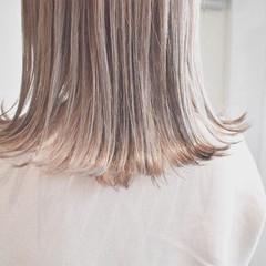ハイライト ミルクティーベージュ ナチュラル ミルクティーグレージュ ヘアスタイルや髪型の写真・画像