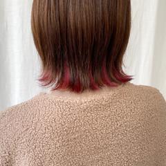ナチュラル インナーカラー 外ハネボブ 切りっぱなしボブ ヘアスタイルや髪型の写真・画像
