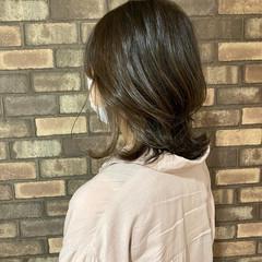 アディクシーカラー オリーブカラー オリーブグレージュ ナチュラル ヘアスタイルや髪型の写真・画像