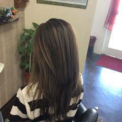 アッシュグレージュ 大人ハイライト モード ダブルカラー ヘアスタイルや髪型の写真・画像