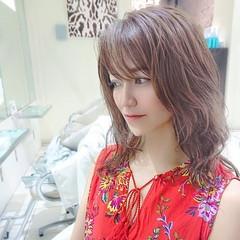 セミロング ゆるウェーブ コントラストハイライト フェミニン ヘアスタイルや髪型の写真・画像