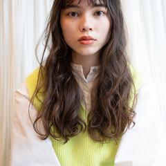 スパイラルパーマ ニュアンスパーマ エアウェーブ ロング ヘアスタイルや髪型の写真・画像