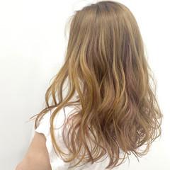 ベージュ ブリーチ ピンク ハイライト ヘアスタイルや髪型の写真・画像