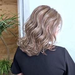 ベージュ ブリーチ アッシュ エレガント ヘアスタイルや髪型の写真・画像
