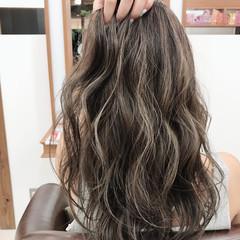 アッシュグレージュ デート ヘアアレンジ アッシュ ヘアスタイルや髪型の写真・画像