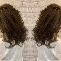 ミディアム アッシュグレージュ 3Dハイライト アッシュグレー ヘアスタイルや髪型の写真・画像