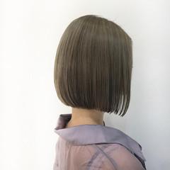 ミニボブ 切りっぱなしボブ 丸みショート ブリーチカラー ヘアスタイルや髪型の写真・画像