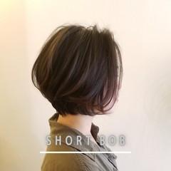 アッシュグレージュ フェミニン レイヤースタイル ボブ ヘアスタイルや髪型の写真・画像