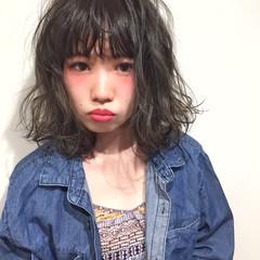 ミディアム 外ハネ 暗髪 ストリート ヘアスタイルや髪型の写真・画像