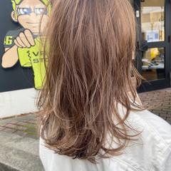 ナチュラル アッシュベージュ レイヤーカット アッシュ ヘアスタイルや髪型の写真・画像