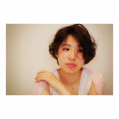 外国人風 パーマ ショート ナチュラル ヘアスタイルや髪型の写真・画像