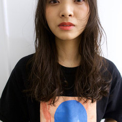 ロング リラックス ナチュラル 秋 ヘアスタイルや髪型の写真・画像