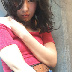 ミディアム うざバング ロブ ガーリー ヘアスタイルや髪型の写真・画像