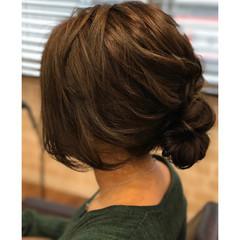 シニヨン セミロング アッシュ パーマ ヘアスタイルや髪型の写真・画像