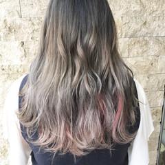 セミロング グラデーションカラー インナーカラー ピンク ヘアスタイルや髪型の写真・画像