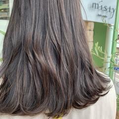 大人ハイライト アッシュグレージュ ハイライト セミロング ヘアスタイルや髪型の写真・画像