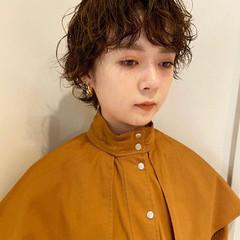 ナチュラル スパイラルパーマ ウェーブヘア 無造作パーマ ヘアスタイルや髪型の写真・画像