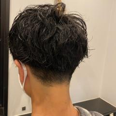 スパイラルパーマ メンズパーマ メンズマッシュ 無造作ヘア ヘアスタイルや髪型の写真・画像