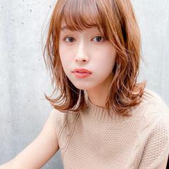 フェミニン アンニュイほつれヘア くびれカール ミディアム ヘアスタイルや髪型の写真・画像