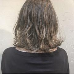 ロブ ナチュラル グレージュ ハイライト ヘアスタイルや髪型の写真・画像