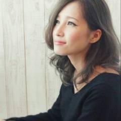 ミディアム グラデーションカラー 外国人風 暗髪 ヘアスタイルや髪型の写真・画像