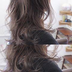 ロング ナチュラル グレージュ アッシュ ヘアスタイルや髪型の写真・画像