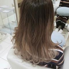 アッシュ セミロング ガーリー フェミニン ヘアスタイルや髪型の写真・画像