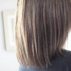 シルバーアッシュ ナチュラル シルバー ミディアム ヘアスタイルや髪型の写真・画像