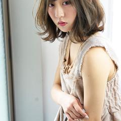 フェミニン 大人かわいい ミディアム ウェットヘア ヘアスタイルや髪型の写真・画像