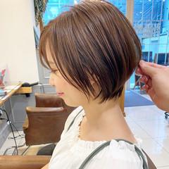 ミニボブ ナチュラル 切りっぱなしボブ ベリーショート ヘアスタイルや髪型の写真・画像