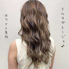 ミルクティーベージュ ガーリー バレイヤージュ グレージュ ヘアスタイルや髪型の写真・画像