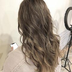 ロング 大人ハイライト ナチュラル うる艶カラー ヘアスタイルや髪型の写真・画像