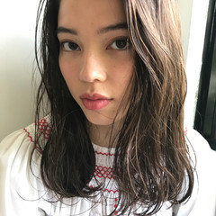 アンニュイ モード リラックス ミディアム ヘアスタイルや髪型の写真・画像