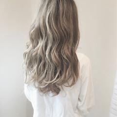 グラデーションカラー ハイライト アッシュグレージュ ガーリー ヘアスタイルや髪型の写真・画像
