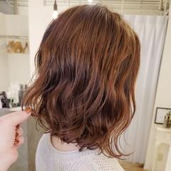 ミディアム 前下がりヘア ふわふわ デジタルパーマ ヘアスタイルや髪型の写真・画像