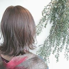 ブラントカット ブリーチ ナチュラル ボブ ヘアスタイルや髪型の写真・画像