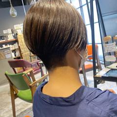 ショートヘア 刈り上げショート ハンサムショート シルバーアッシュ ヘアスタイルや髪型の写真・画像