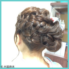 セミロング 謝恩会 ヘアアレンジ ナチュラル ヘアスタイルや髪型の写真・画像